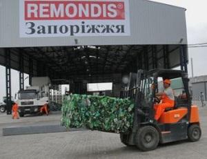 Запорожские вандалы жгут и ломают по 200 мусорных баков в месяц