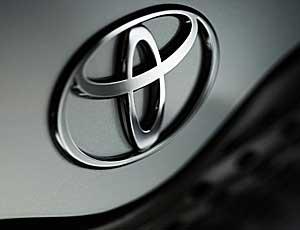 Toyota ������� ����� 141 ���. ����������� RAV4 � ������ ��-�� ����� ������������