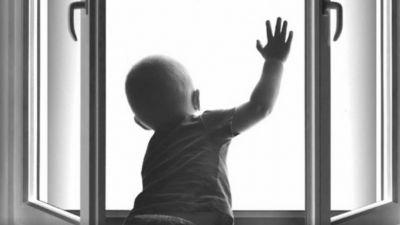 ВРадужном изокна многоэтажки выпал 3-летний ребенок