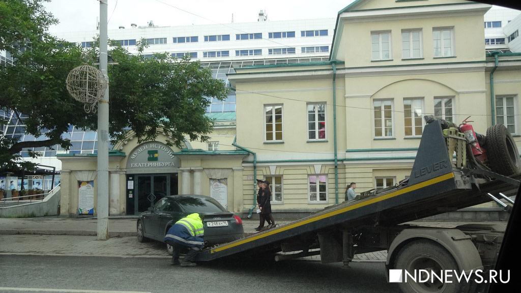 Владимир Путин уходит срабочей поездкой вЕкатеринбург