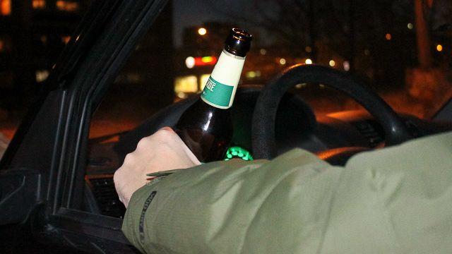 В Забайкалье пьяный водитель на Волге сбил двух школьниц