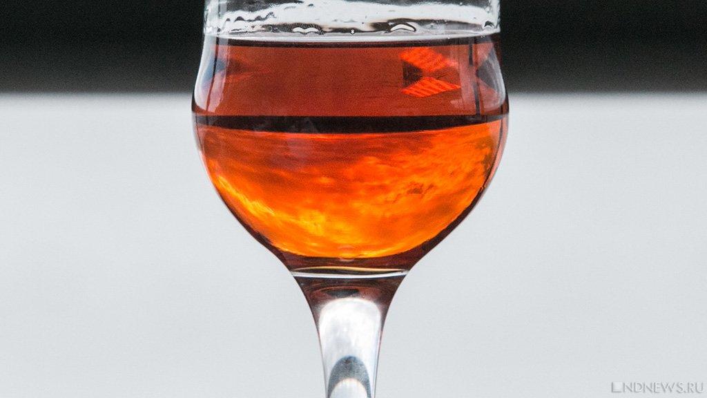 Виноделы Крыма устроили эстафету сбутылкой хорошего вина