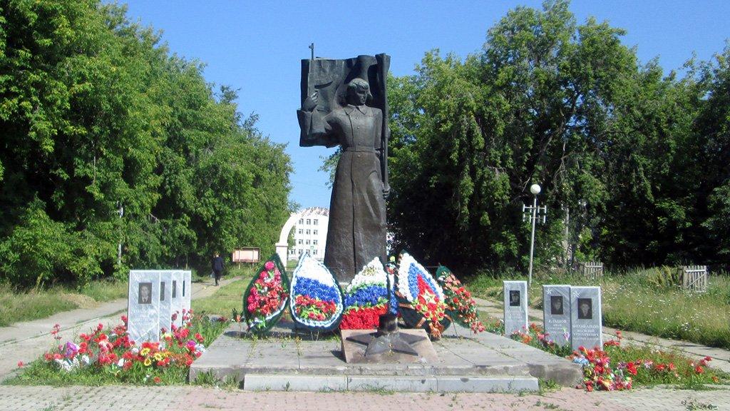 Южноуралец ответит заразбросанные венки иподжог цветов намемориале