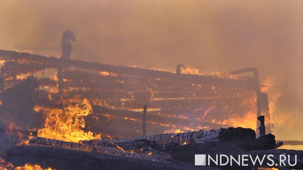 ВСерове впожаре пострадало семеро жильцов деревянного дома. Один человек умер