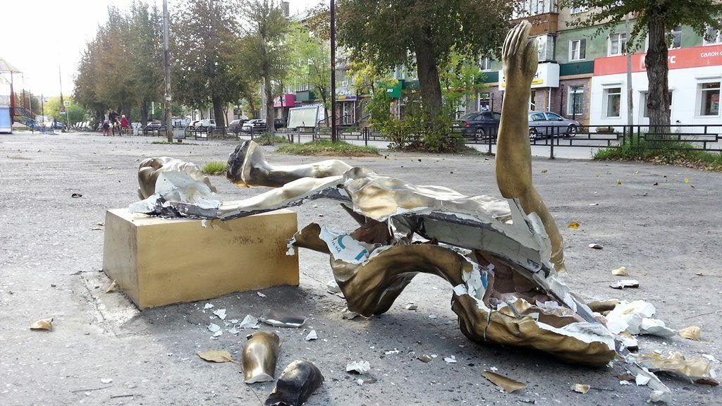 Монумент нехорошим отцам вБерезовском сломали через сутки после восстановления