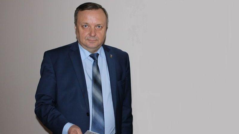 После скандала сдипломом мэр Красноуральска уходит вотставку