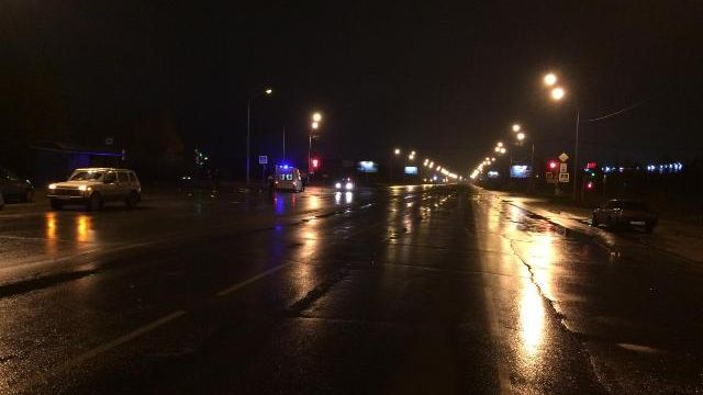 ВЮгре иностранная машина врезалась вавтобусную остановку, погибла 19-летняя девушка
