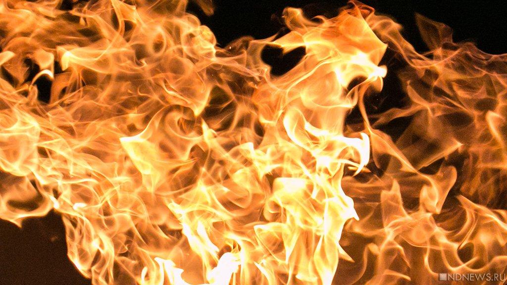 Огнеборцы спасли 20 человек изкрупного пожара вМагнитогорске