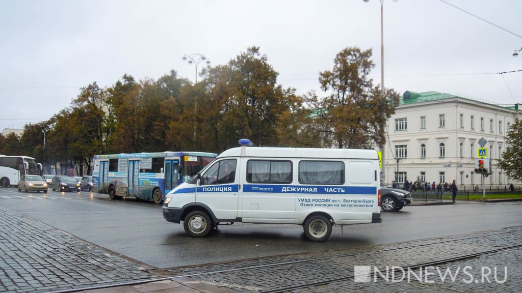 Милиция Екатеринбурга задержала подозреваемых вограблении салонов мобильной связи