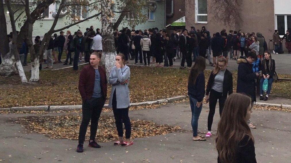 «Вдверь непролазили!» ВЕкатеринбурге эвакуируют главный уральский университет