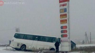 Автобус из-за гололёда улетел вкювет усела Степное