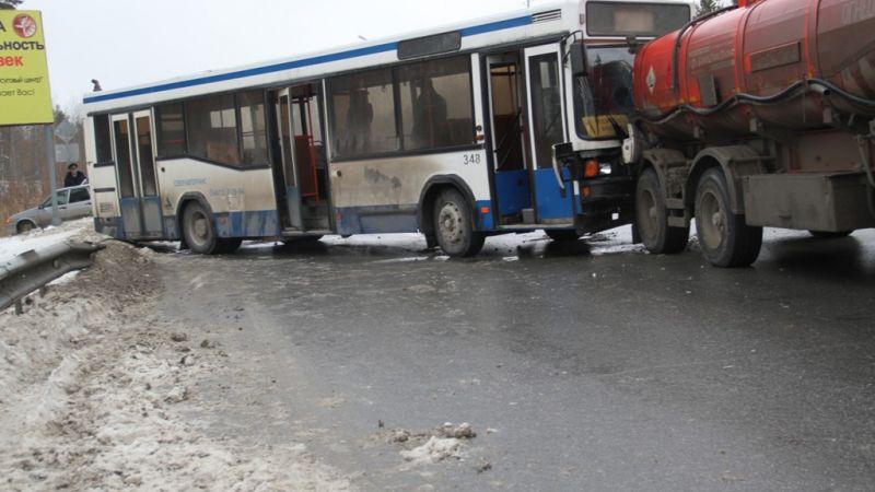 В 2-х массовых ДТП натрассе вЮгре пострадали 7 человек