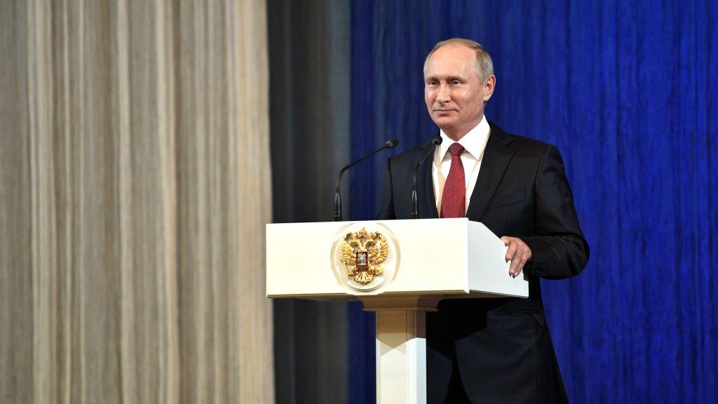 Огромная пресс-конференция Владимира Путина потрадиции пройдет вначале зимы, дату назовут позже— Песков