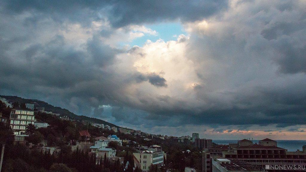 Вближайшие часы Крым зальют сильные ливни— Внимание