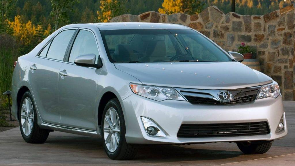 Правительство Свердловской области купит 6 авто на10 млн рублей class=