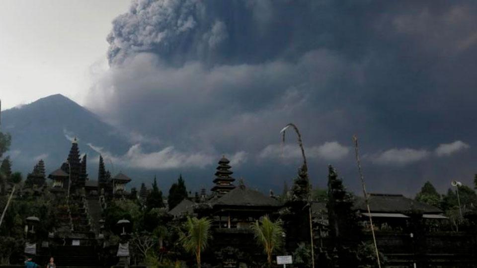 На Бали и на трех соседних островах остановлена работа аэропортов