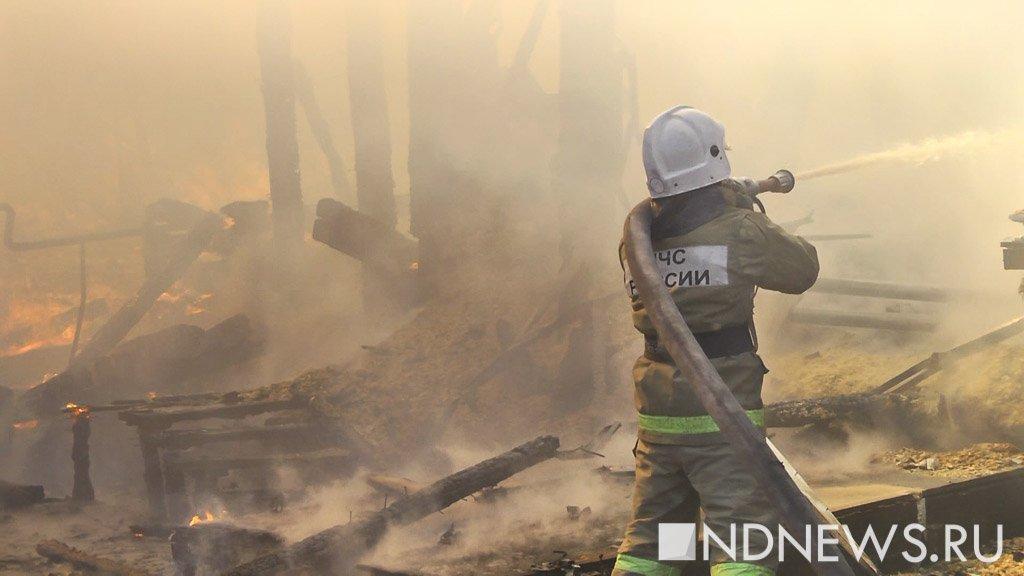 Крупный пожар в Подмосковье сгорел плавучий ресторан