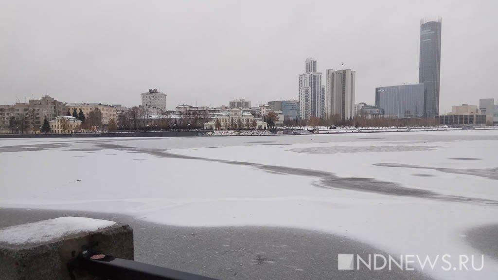 Мэрия Екатеринбурга призывает городских жителей активнее украшать город кНовому году