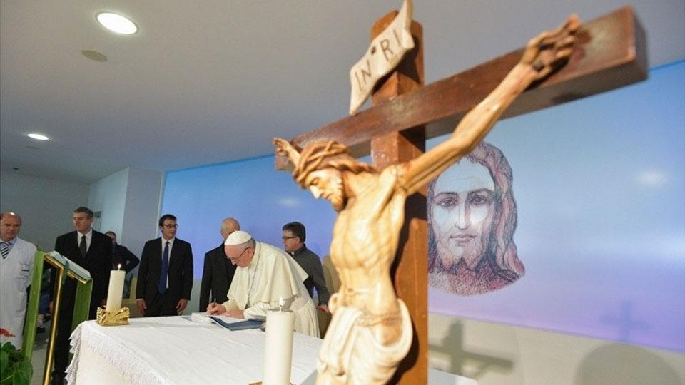 Папа римский Франциск предложить поменять текст молитвы «Отче наш»