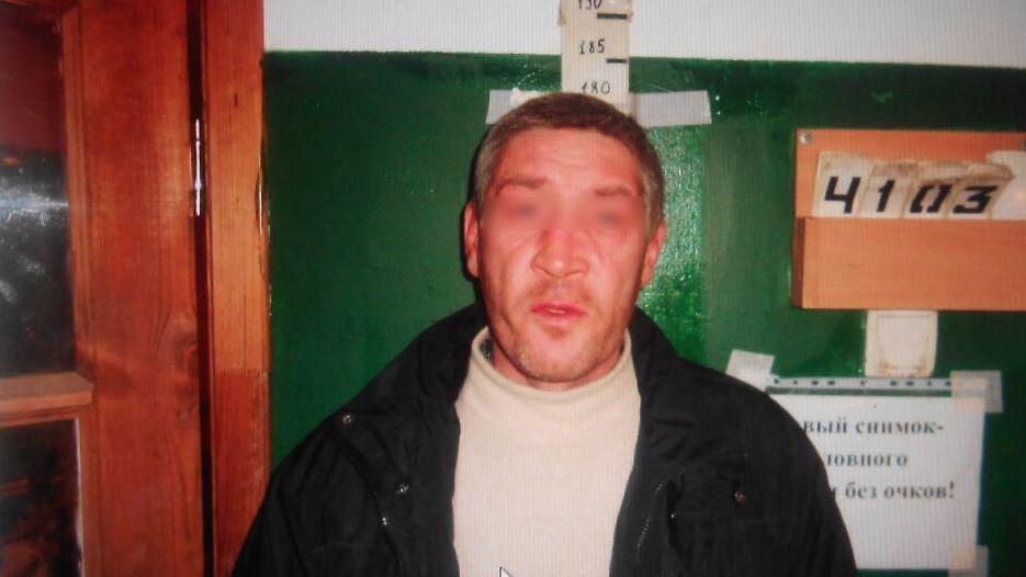 Под Екатеринбургом трое мужчин с тесаком отобрали укурьера роллы