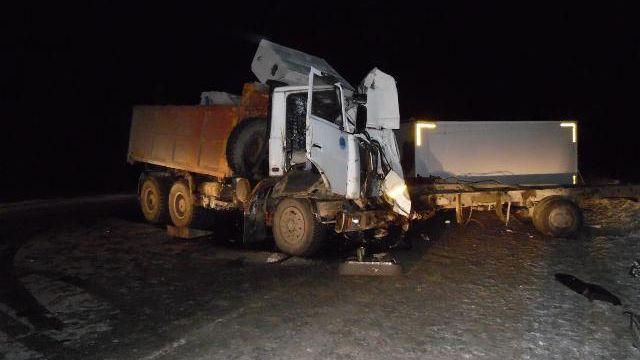 ВСургутском районе повине водителя фургона умер человек, еще двое ранены