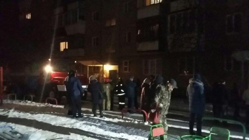 Впанели дома, где накануне произошел взрыв газа, найдена трещина— МЧС