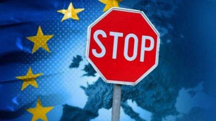 «Нон грата ЕС»: Польша мстит россиянам за трактовку истории и критику цензуры