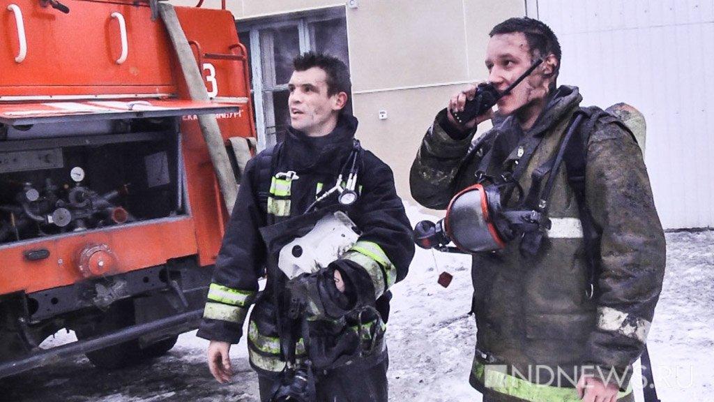 Наокраине Екатеринбурга впожаре вцехе произошел взрыв