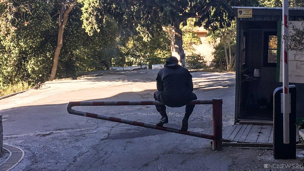 В Крыму начинают борьбу с самовольными заграждениями во дворах