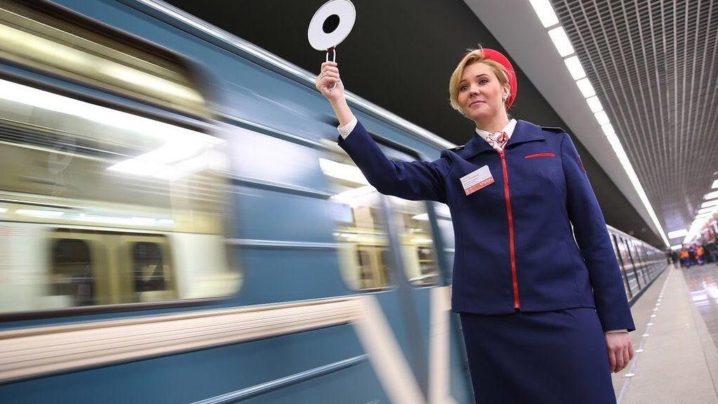 Технический сбой привел к давке на станциях фиолетовой ветки метро в Москве