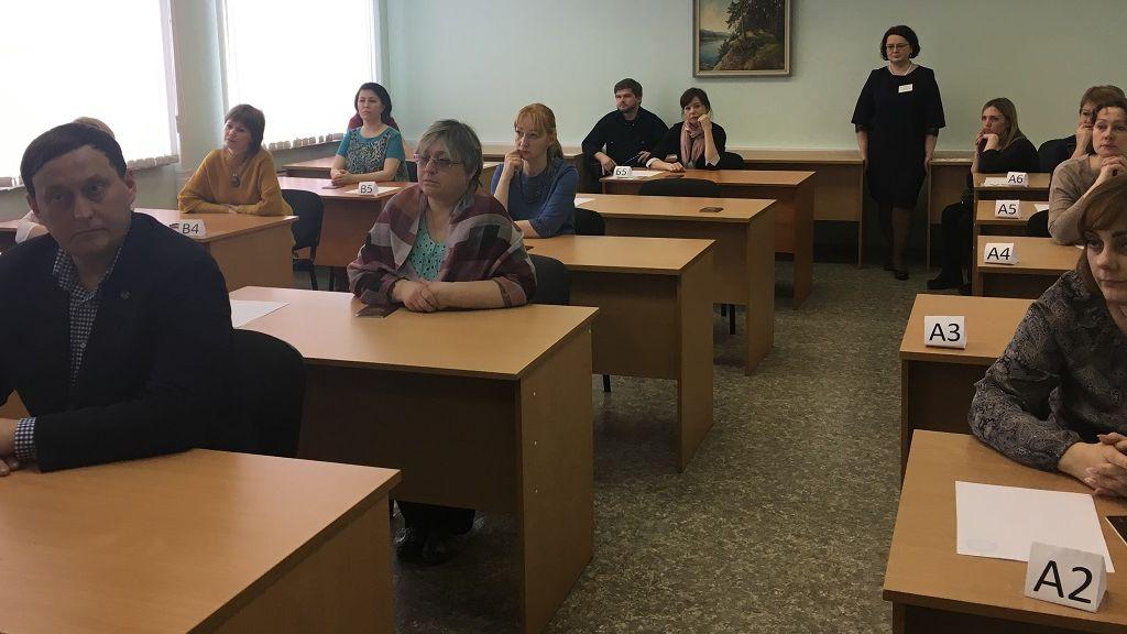 Красноярские народные избранники иродители выпускников сдали пробное ЕГЭ порусскому