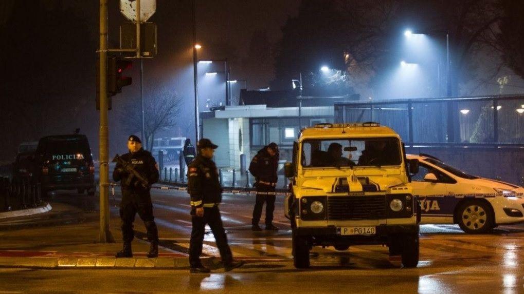 Неизвестный подбросил взрывное устройство в сооружение посольства США вЧерногории
