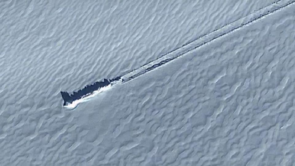 Пропавший Боинг или НЛО: в Антарктиде нашли загадочный объект