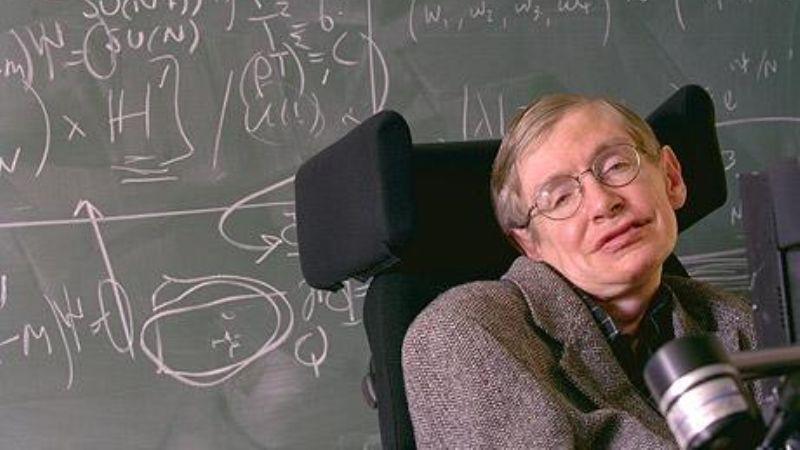 На 77-м году жизни скончался физик-теоретик Стивен Хокинг