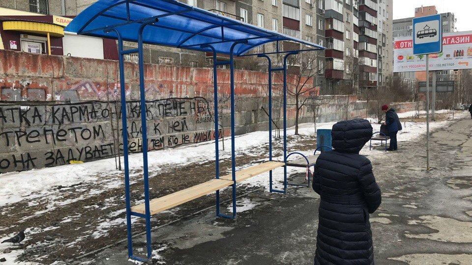 «Что это?»: челябинские чиновники потратили четверть миллиона на несуразные остановки