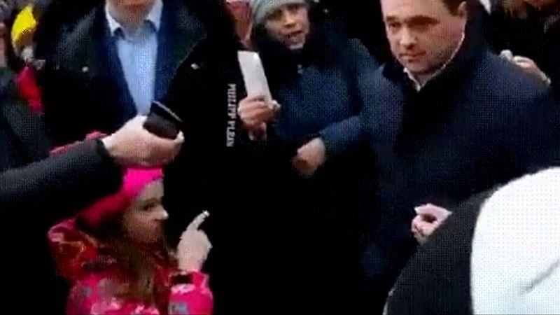 Удар Воробьеву под дых: девочка Таня из бунтующего Волоколамска покорила Интернет / «Девочка в розовом» уже возле твоего подъезда, шутит блогосфера