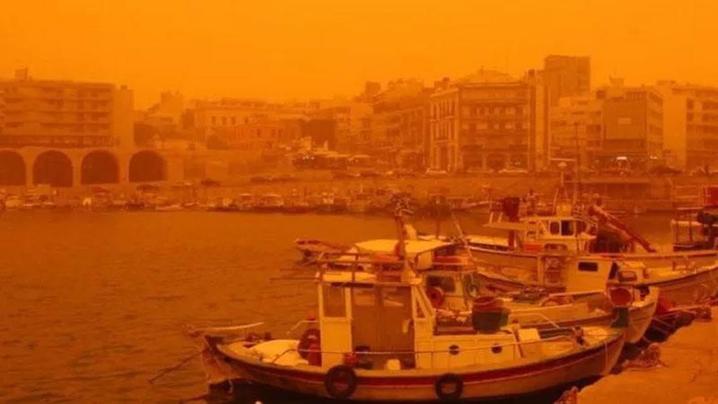 Красная пыль африканской пустыни превратила Крит в Марс