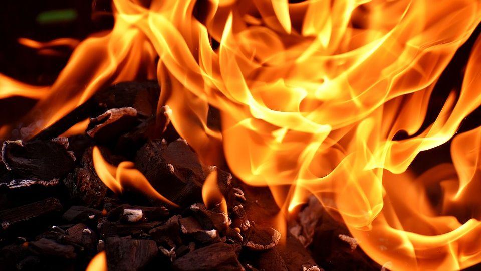 ВНовом Уренгое горел магазинчик, ноне торговый центр