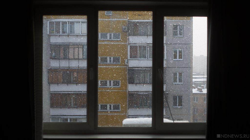 ВКоркино изокна многоэтажки выпала девочка-подросток