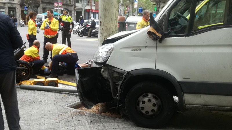 В Барселоне грузовик сбил пешеходов на зебре