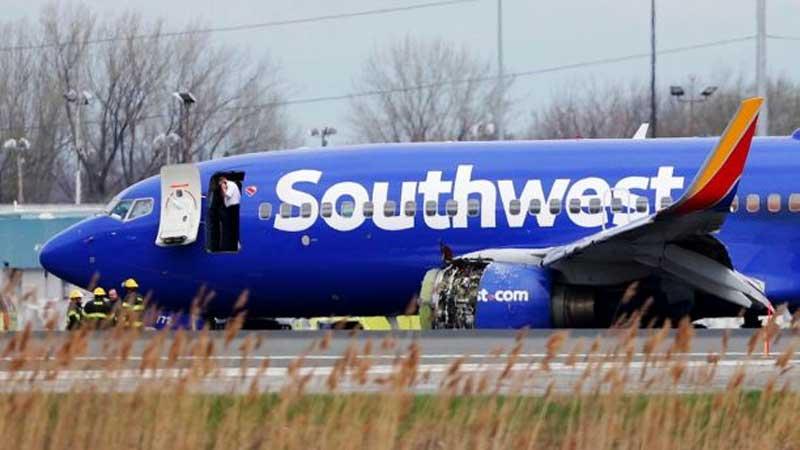 ВСША самолет Southwest Airlines совершил вынужденную посадку из-за столкновения сптицей