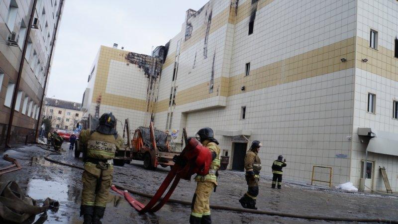Вопреки запрету: в Кемерове продолжили снос «Зимней вишни»