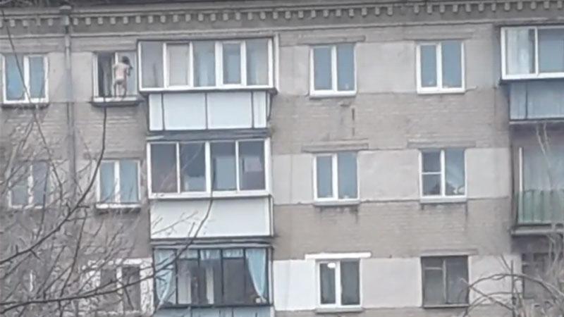 ВЧелябинске ребёнок станцевал накарнизе 5-ого этажа