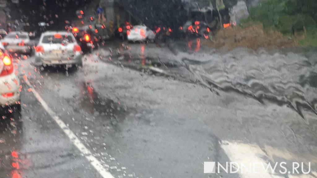 В столице циклон сломал десятки домов имашин, повалены сотни деревьев