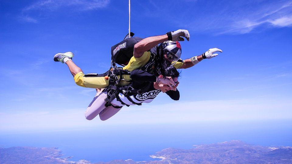 Нераскрылся парашют: экстремалы чудом выжили вовремя прыжка вХМАО
