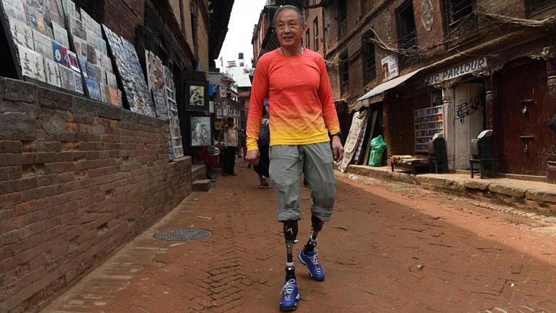 70-летний безногий китаец взошел на Эверест