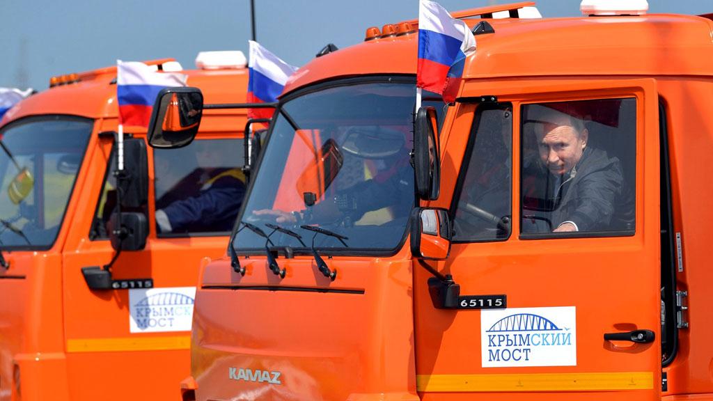 Права имеются Песков заверил что Путин законно рулил КамАЗом