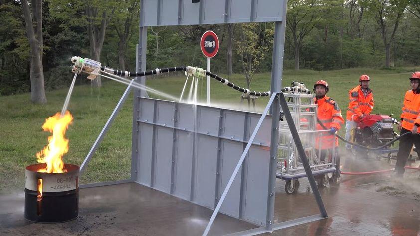 Японцы создали роботизированный летающий шланг