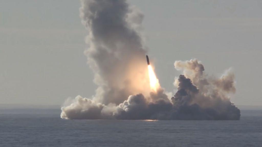 Межконтинентальная баллистическая ракета «Булава» принята на вооружение