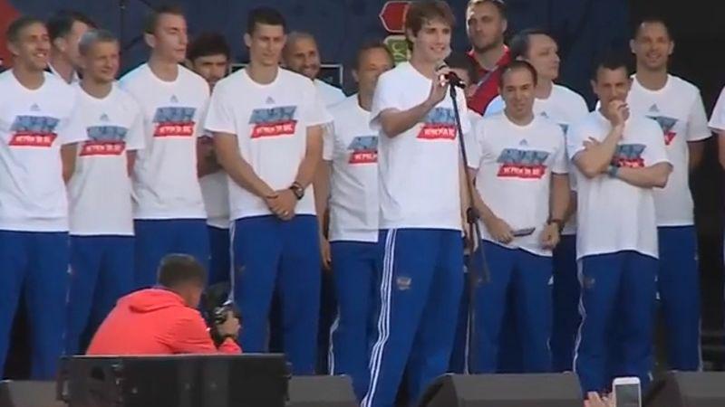 «В Катаре мы сделаем лучше, все туда!»: сборная России встретилась с болельщиками в московской фан-зоне